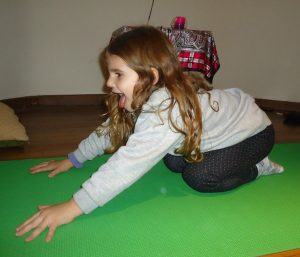 10 easy and best yoga for kids  healthynord